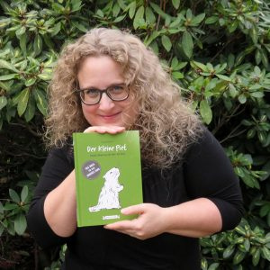 """Tatjana Walbaum mit ihrem Buch """"Der kleine Piet"""""""